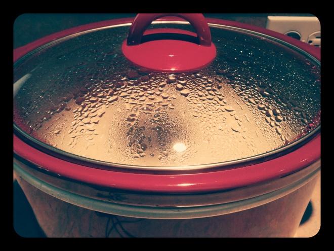 Gotowanie owsa na jutrzejsze śniadanie