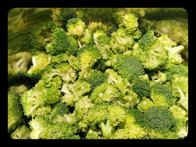 Brokuły czekają na podgotowanie