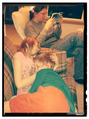 P. czyta, my słuchamy :-) Lubię to :-)